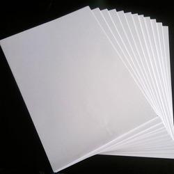 Biely fotopapier