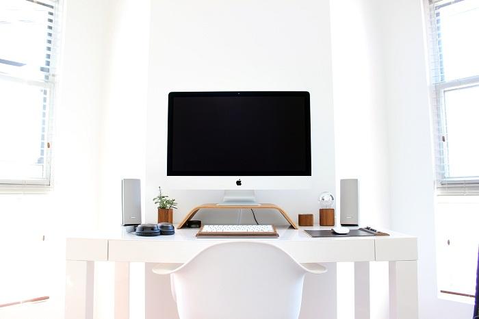 Pracovní stůl pro studenta